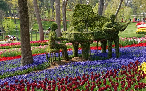 Istanbul Events Tulip Festival Topiary